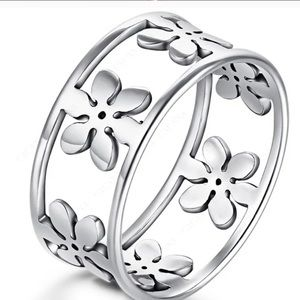 ❗️NEW❗️Beautiful Silver Flower Ring Band -Size 8+9